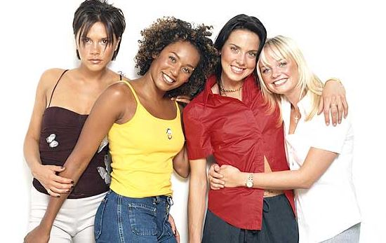 Les Spice Girls en 1998. Photo promotionnelle de l'époque