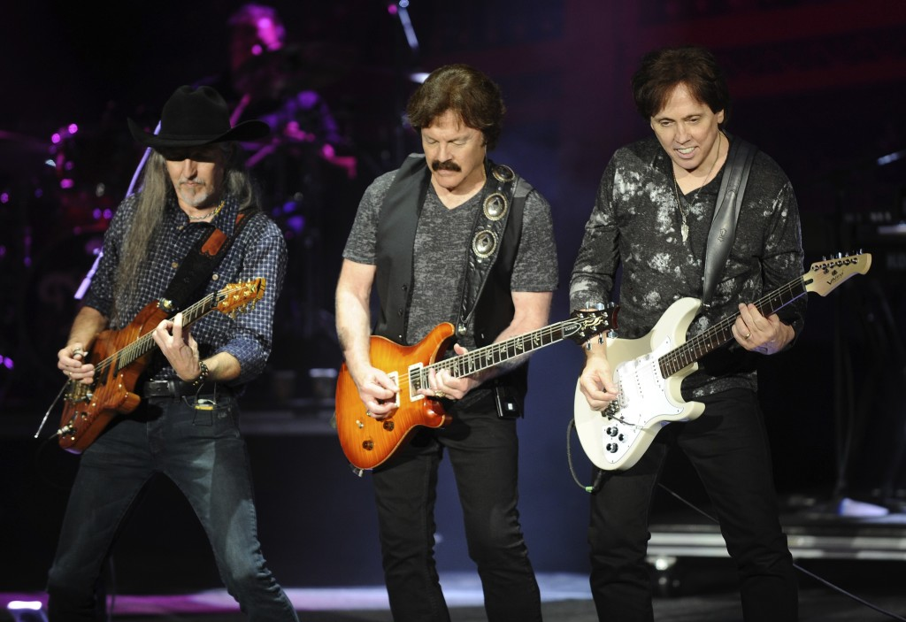 Patrick Simmons, Tom Johnston et John McFee en spectacle. Photo courtoisie Dave Mason