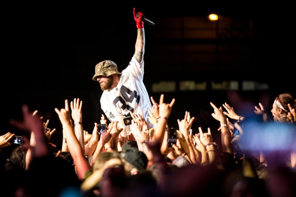 Bain de foule pour Durst. Photo courtoisie evenko-Tim Snow